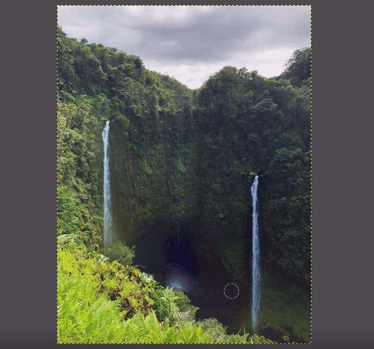 固定した場所が滝の部分に上塗りされ滝は消されていきます。