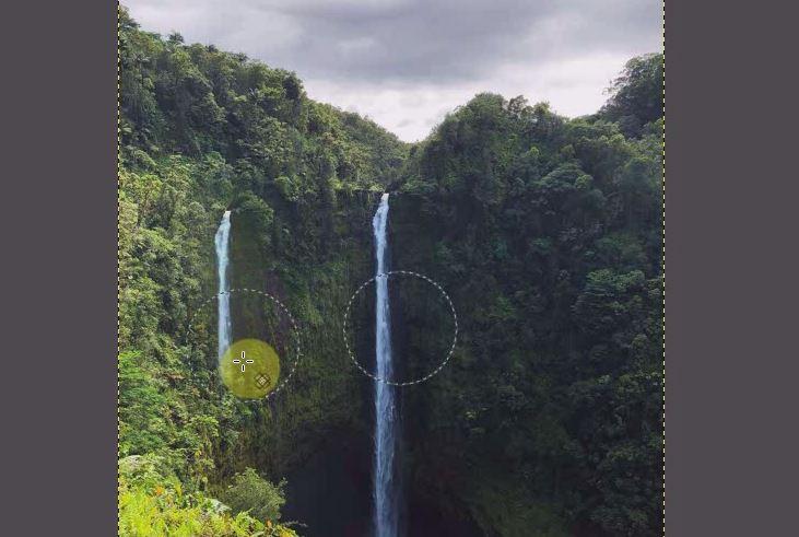 滝を移動したい場所にカーソルを移動して左クリックしたまま下へ真っすぐ移動します。