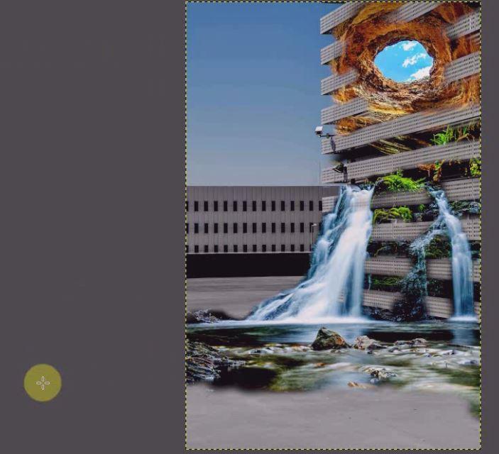 同じ要領で3枚の写真のコントラストを滝→岩穴→背景のビルの順に整えます。
